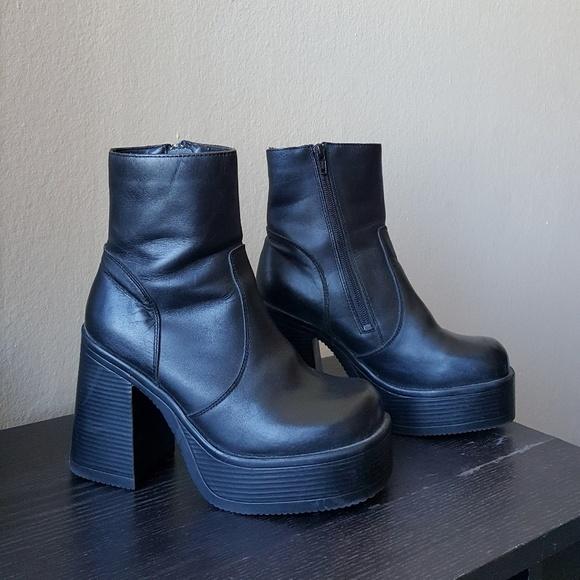 16e193199bb Vintage 90s Steve Madden Platform Heeled Boots. M 5a8bb24300450f803e5b8b63